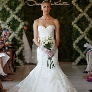 Preowned OSCAR DE LA RENTA 44N34 Wedding Dress